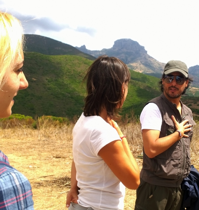 Ricardo, Corinna e Sol sullo sfondo del Monte Arcuentu